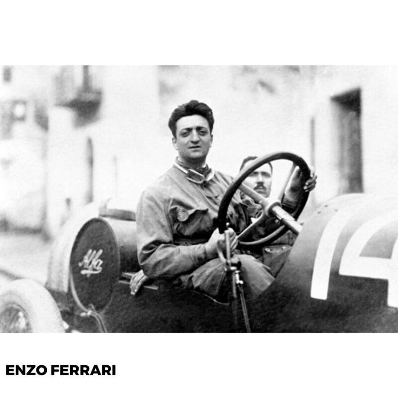 Enzo Ferrari o dönem Alfa Romeo marka otomobiller ile yarışıyor.